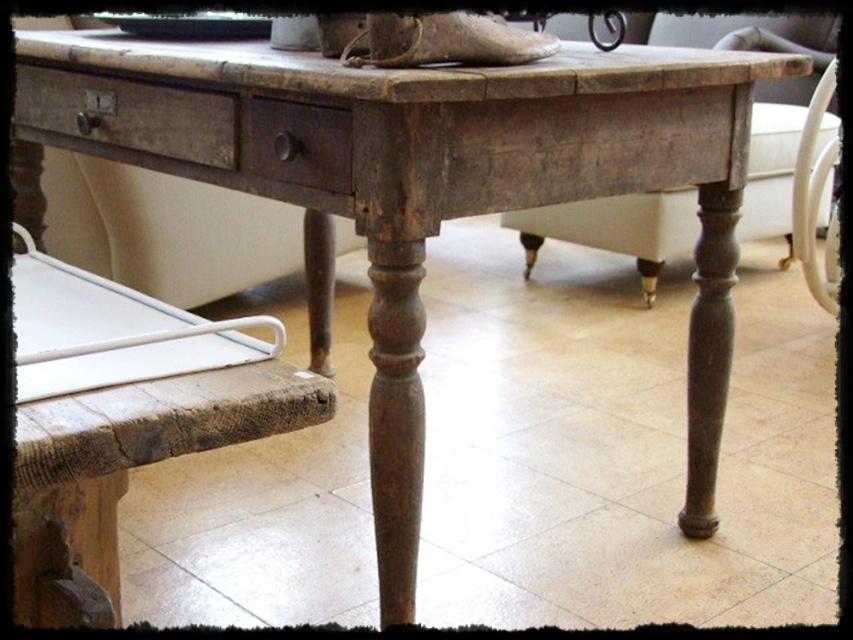 Villa Amaraada MYYDYT  SOLD  pieni pöytä